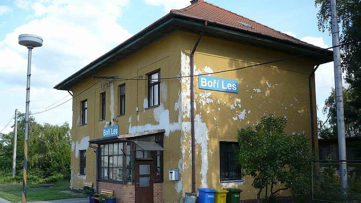 Stanice Boří les mění název na Břeclav – Fosfa, historická budova však zůstane